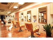 シモカワ フォー ヘアーアンドエステティック(Shimokawa for Hair&Esthetic)の雰囲気(店内)