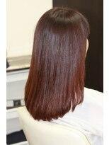 ヴィオレッタ ヘアアンドスペース(VIOLETTA hair&space)ツヤ感たっぷり。ピンク系カラーのセミロングスタイル