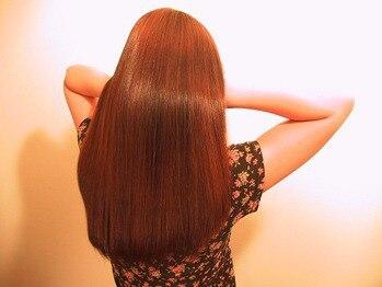 ヘアソムリエゼアラ 精華町店(hair sommelier Zara)の写真/ふんわり縮毛矯正+カラーの同時施術◎ペタッとならず自然な仕上がり♪2回目以降クーポンがあるのも嬉しい