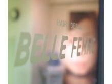 ヘアーアンドハート ベルフェーム 湘南台店(Hair&Heart BelleFemme)の雰囲気(入り口ドアにもベルフェームの文字が・・・)