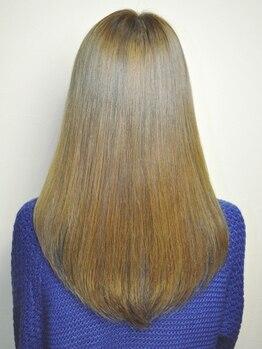 ヘアーデザイン リィル(Hair design Rire)の写真/指通りのなめらかさが違う[アクア縮毛矯正]ナノスチームでダメージレスに、まとまる&潤うサラサラ美髪へ♪