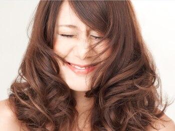 クレアトゥールウチノ(CREATEUR Uchino)の写真/【キレイ髪パーマ】コテ巻きみたいな綺麗なカールも、乾かすだけで形が決まる♪ストレートとの同時施術も◎