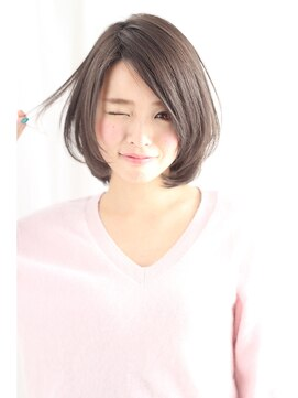 小顔に見える髪型 ショートボブ 抜け感が可愛いひし形フォルム