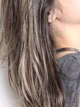 アウラ ヘア デザイン(aura hair design)の写真/外国人の髪のように光をうけて輝く自然なカラー!!ツヤ感や柔らかさも◎こだわりカラーで魅力UP☆