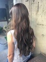 ヘアスタジオ トランク(Hair Studio TRUNK)ロングシルバーアッシュ