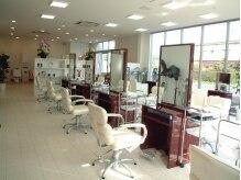 ヘアメイク サッカ 中山店(Hair make sacca)の雰囲気(隣りの席との間隔が広めに設計されています。)