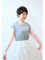 フェリチタ(FELICITA)ザックリ前髪でオデコ美人なショートスタイル