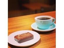 カフェアンドヘアサロン リバーブ(cafe&hair salon re:verb)の雰囲気(カフェでは珈琲や焼き菓子、モーニングもお楽しみいただけます。)