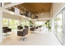 アンジェリカガーデン (angelica GARDEN)の雰囲気(1階はガラス張りになっており、自然を感じながら施術できます)