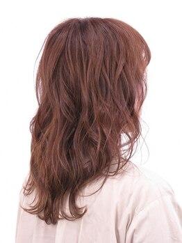 ヘアーメイク ヨーク(hair make yohc)の写真/グレイカラーでも透明感と艶を演出!色彩豊かな発色でオシャレを楽しみながら気になる白髪を綺麗にカバー☆