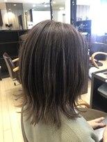 アッシュ アーティスティック スタジオ オブ ヘア(Ash artistic studio of hair)ベージュ×ハイライト