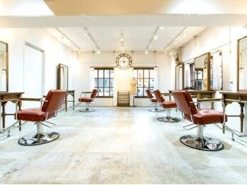 コッチ(kocchi.)の写真/アンティークの家具で揃えられたオシャレな店内。落ち着いた可愛い空間で癒しのサロンtimeを♪
