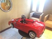 ラポールヘア 国領店の雰囲気(お子様に大人気のフェラーリのキッズカット椅子。(調布、国領))