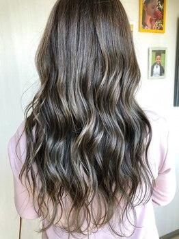 """プラスアルファ(Hair design +α)の写真/《人気の""""白髪ぼかし""""も対応可能◎》こまめに染めたいグレイカラーを通いやすい価格で♪綺麗が長持ち◎"""