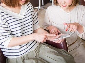 ルーエ バイ ヘアー(Ruhe by hair)の写真/女性スタイリストによるマンツーマン施術で年齢と共に増える髪の悩みを解決!女性目線での提案が嬉しい◎