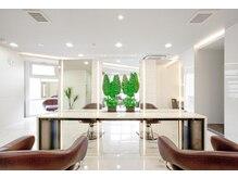 ロア 経堂(loRe)の雰囲気(白を基調にしたお洒落なサロンです。雰囲気が良いと定評です。)