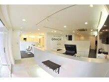 ヘアスペース グランチェ(HAIRSPACE GRANCHE)の雰囲気(白を基調とした開放的な店内)