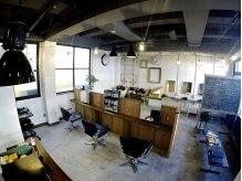 アンドココ 下北沢(&coco)の雰囲気(高い天井、広々とした空間で短時間でもゆったりと過ごせます。)