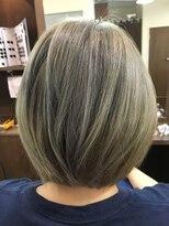 ヘアーメイク プリュム(Hair make Plume)グレーシルバーカラー