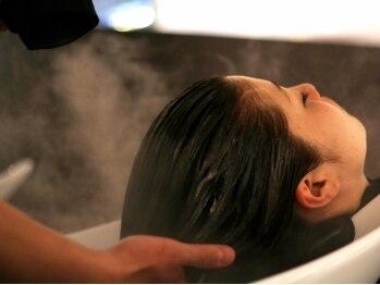 ヴィジョン 心斎橋店(Vision)の写真/【クリームヘッドスパ+贅沢トリートメント(40分)¥4000】髪の悩みに合わせて選べるアロマで極上の癒し☆