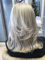 ビス ヘア アンド ビューティー 西新井店(Vis Hair&Beauty)ウルフカット/ロングウルフ/ハイトーン/ブリーチ/プラチナ/小顔