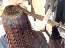 髪のダメージが気になる/頻繁にカラーをする・・・そんな髪には電子の力で栄養を髪の深層部にまで注入!
