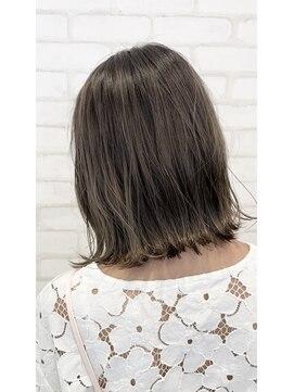 ビス ヘア アンド ビューティー 西新井店(Vis Hair&Beauty)10代20代切りっぱなし外ハネボブ×フォギーベージュ♪