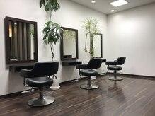 エターナル ヘア デザイン(eternal HAIR DESIGN)の雰囲気(ダークブラウンとホワイトを基調とした店内になります。)
