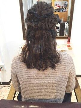 編み込みハーフアップアレンジ(結婚式の髪型) アイアム(I am)編み込みハーフアップ