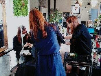 シックスヘアデザイン(ciQz hair design)の写真/【南岩国】ナチュラルな落ち着いた店内で実力派の女性スタイリストが担当★貴女に似合う愛されStyleを実現!