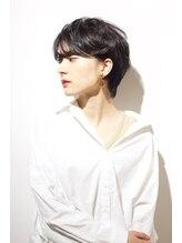 レンジシアオヤマ(RENJISHI AOYAMA)耳かけ ワンサイドショート ダークカラー 【高田 百唯】