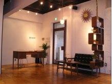 スイッチ switchの雰囲気(50~60年代の家具を取り入れたアートなカフェ風空間です。)
