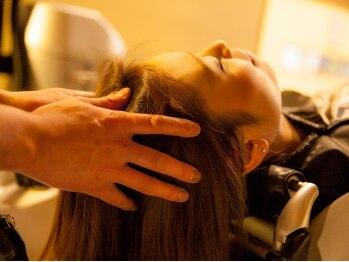 かみきりや Acqutoの写真/≪髪が喜ぶ頭皮ケア≫寝ながらできるフルフラットの夢シャンプー台で、至福のひとときを味わえる・・♪
