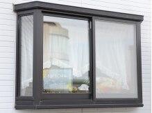 マンションの111号室!駐車場から窓が見えます☆