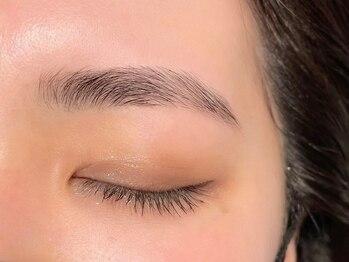 リンベル(Linbelle)の写真/【話題の美眉スタイリング導入】丁寧なカウンセリング×高技術で左右対称のキレイな眉毛に大変身◎