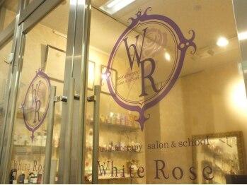 ホワイトローズ(White Rose)/店舗入口