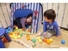 お客様が施術中お子様を遊ばせてリラックスすることができます。