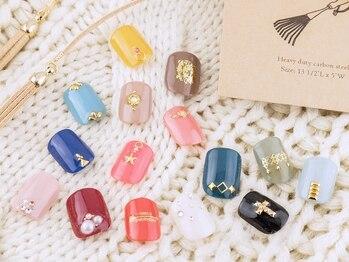 マハロ ネイルサロン 関内店(mahalo)の写真/100色以上の豊富なカラーをご用意♪【ワンカラー¥3980】シンプルが可愛い★お手頃価格でネイルを楽しめる♪