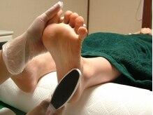 角質専用器で乾燥ガサガサ足を柔らかなツルツル足に磨きあげます