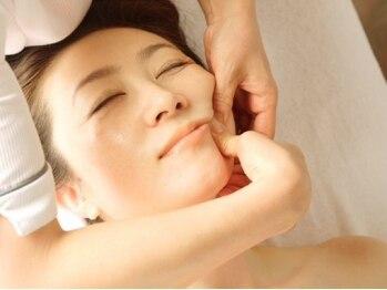 トータルエステ ユキ(YUKI)の写真/豊富な知識で単にお肌を見るだけでなく、骨格全体を見てフェイスラインに違和感のない施術をしてくれる☆