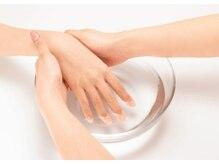 健やかさが美しさの基本。自爪をいたわるネイルケア技術に自信があります。