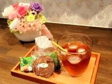 アイラッシュサロン シルビジュ(cillsbijou)の雰囲気(施術後にドリンクとお菓子をご用意しています。)