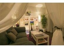 ポ ワール(Poir)の雰囲気(ゆったりとした完全個室空間で居心地良いひと時をお過ごし下さい)