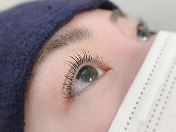 ラングル ネイルサロン(L'ongle nail salon)の写真/忙しい朝のメイク時間を短縮◎【パリジェンヌラッシュ¥4000】根本からまつ毛を立ち上げ瞳を自然に大きく♪