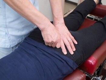 柴田カイロプラクティックの写真/全体のバランスを整えることで腰のつらさを改善!重い物を持つお仕事の方、我慢したりしていませんか?