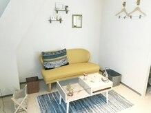 北欧風家具で揃えた広々空間♪友人同士で来てソファで寛ぐのもOK