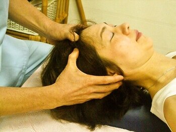 トオチカヘルスケアの写真/経験豊富なスタッフ在籍☆熟練の手技で、筋膜・骨格・頭部・表情部の筋肉をほぐし、リンパの流れを促進。