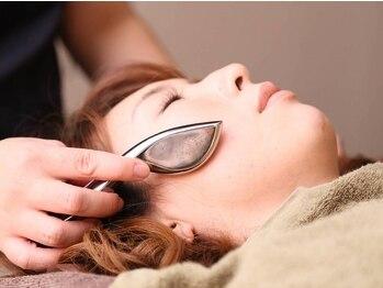 トータルボディプラス(TOTAL BODY PLUS)の写真/巧みな手技でお顔のお悩みを解決!お顔のコリ,むくみ,たるみを改善&口角の上がった美しいフェイスラインへ♪