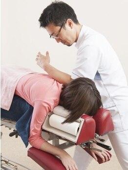 立川カイロプラクティックの写真/【放置は危険!】緊張でこわばった首・肩コリは、猫背や頭痛の原因に…!しっかりほぐしてコリを徹底解消!