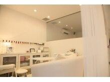 ティアラの雰囲気(白を基調とした清潔感ある店内でゆったりリラックス☆)